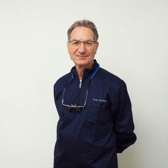 Dott Enzo Steffan dello Studio Dentistico Pasini Steffan Celant Rosso
