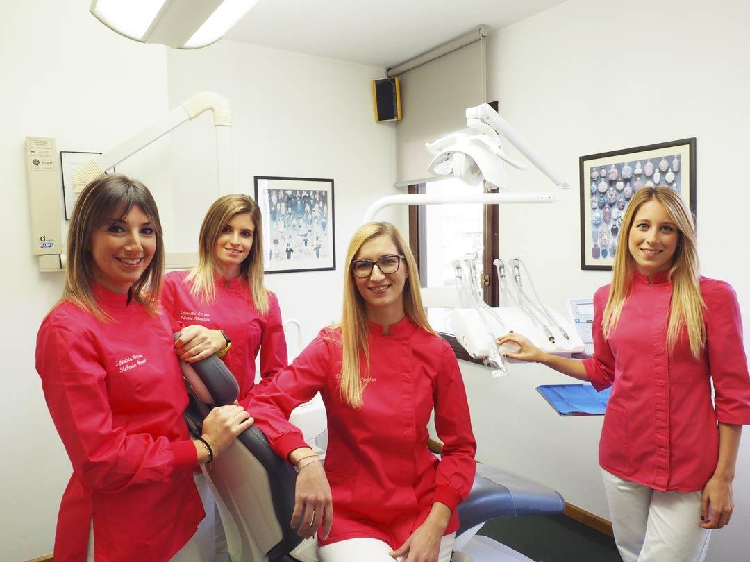 Lo Staff dello Studio Dentistico Pasini Steffan Celant Rosso